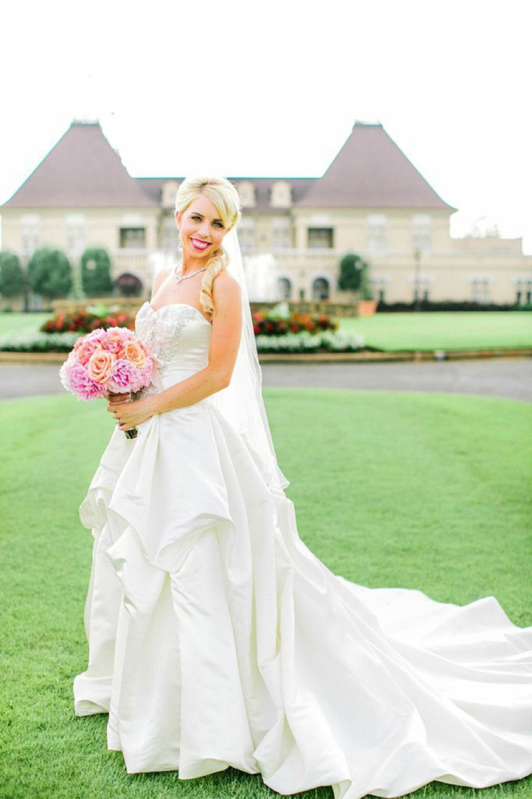 An Elegant Pink and Peach Southern Wedding  via TheELD.com